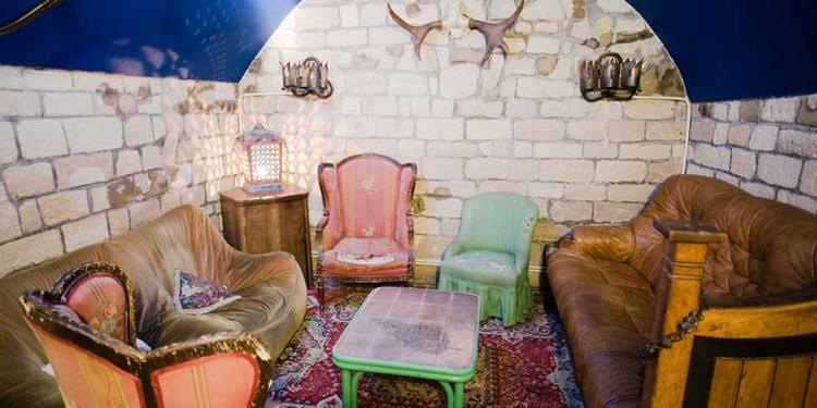 le top 5 des bars insolites o f ter son anniversaire. Black Bedroom Furniture Sets. Home Design Ideas