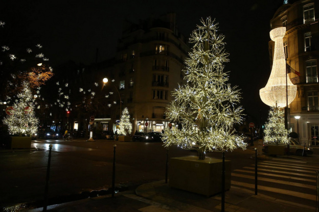 Christmas lights 2017 in Paris Avenue Montaigne  launching on November 17,  2017 03ddc886737