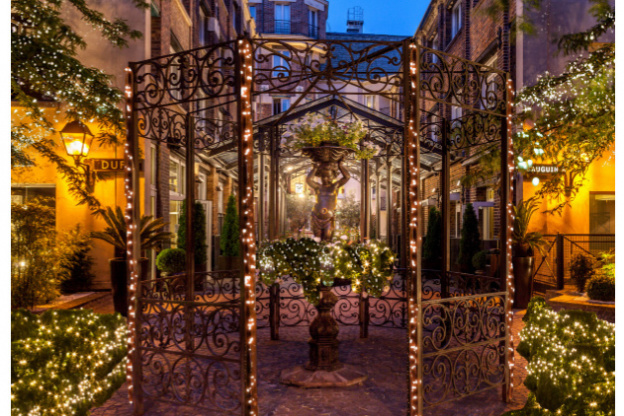 Restaurants Open On Christmas 2019.The Best Bars Terraces And Restaurants In Paris This Winter