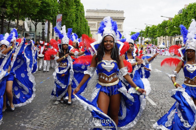 Gay paris champs elysees