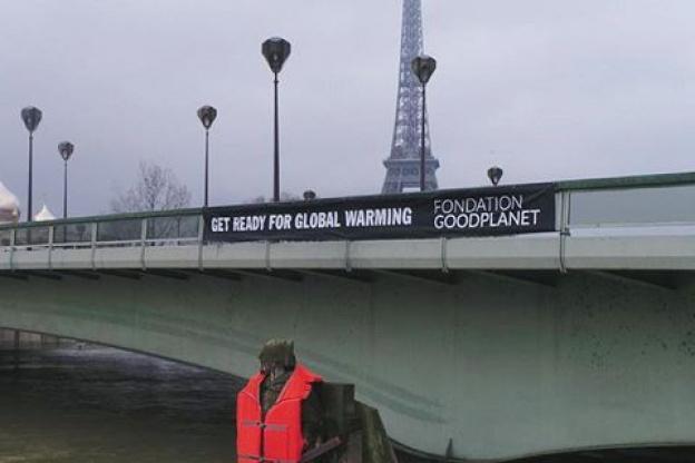 Le Zouave Du Pont De L Alma A Paris Habille D Un Gilet De