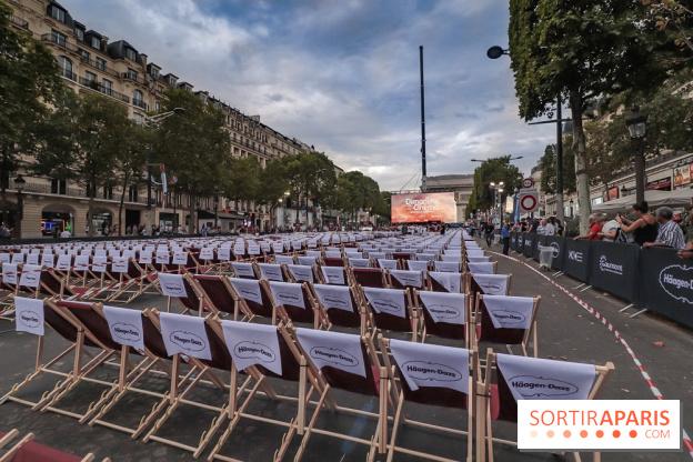 """""""Um Domingo no Cinema"""" tem oferecido aos espectadores a chance de eleger um filme a partir de uma seleção que será exibida na tela grande na Champs-Elysées. Foto: Divulgação."""
