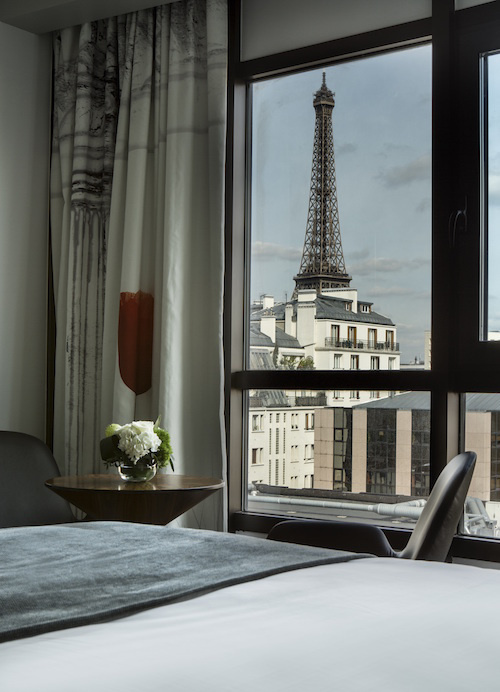 l 39 h tel le parisis une sublime adresse avec vue sur la tour eiffel. Black Bedroom Furniture Sets. Home Design Ideas