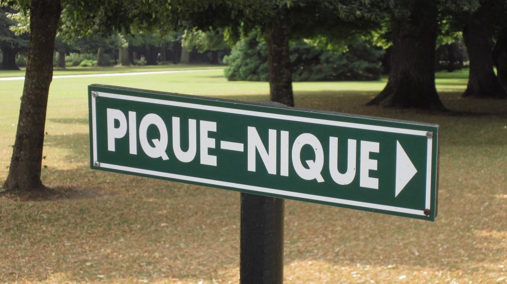 jardin porte de vincennes Giant naturist picnic at the Bois de Vincennes