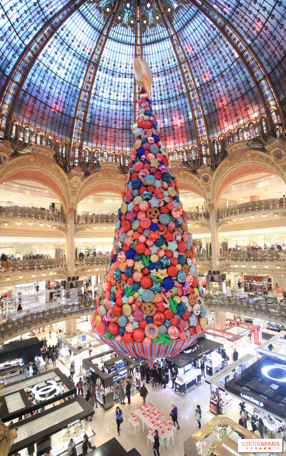 Paris Galeries Lafayette Christmas Window 2017, launch with Beth ...