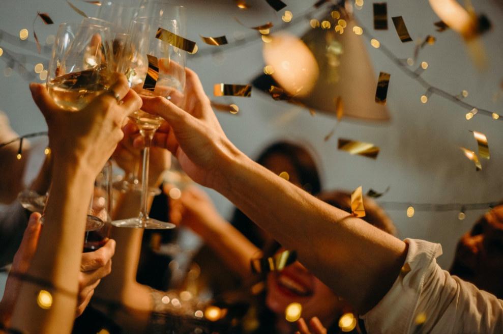 Fête, anniversaire, pique-nique, rassemblement : ce qu'on aura le droit de  faire à partir du 11 mai - Sortiraparis.com