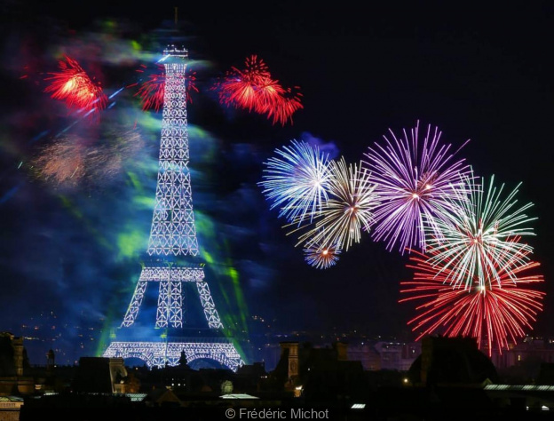Feu d'artifice du 14 juillet 2019 de Paris sur la Tour Eiffel