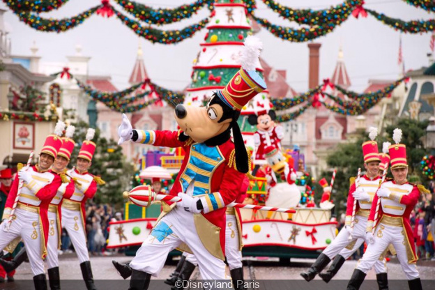 Christmas Minnie Mouse Disneyland.Christmas 2019 At Disneyland Paris What S On Sortiraparis Com