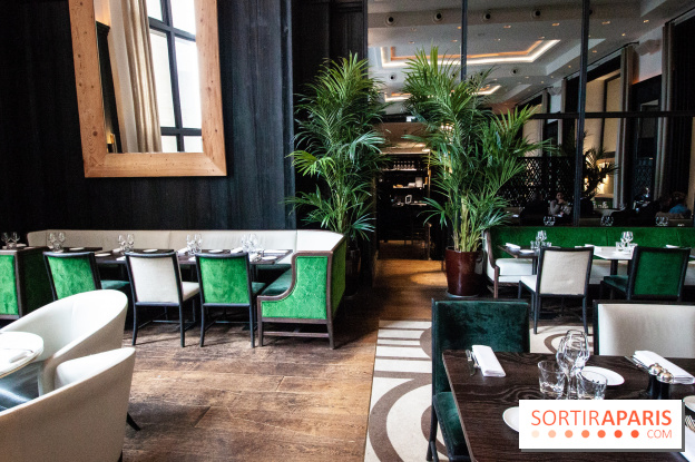 Cafe De L Homme Trocadero Terrace Restaurant With A View Over The
