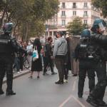 """Manifestations : des policiers """"liaison et d'information"""" vont intégrer les cortèges dès mars"""