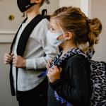 Covid-19  :comment le virus se déplace-t-il dans les écoles ?