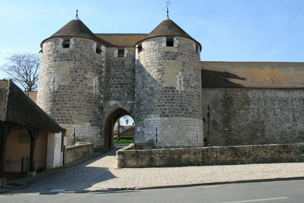 Le Château de Dourdan à l'heure des enfants : jeux et ateliers en août -  Sortiraparis.com