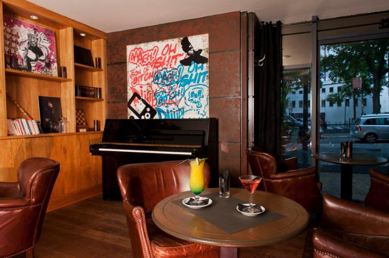 photo 3 l 39 entrep t le bar restaurant de la villette. Black Bedroom Furniture Sets. Home Design Ideas
