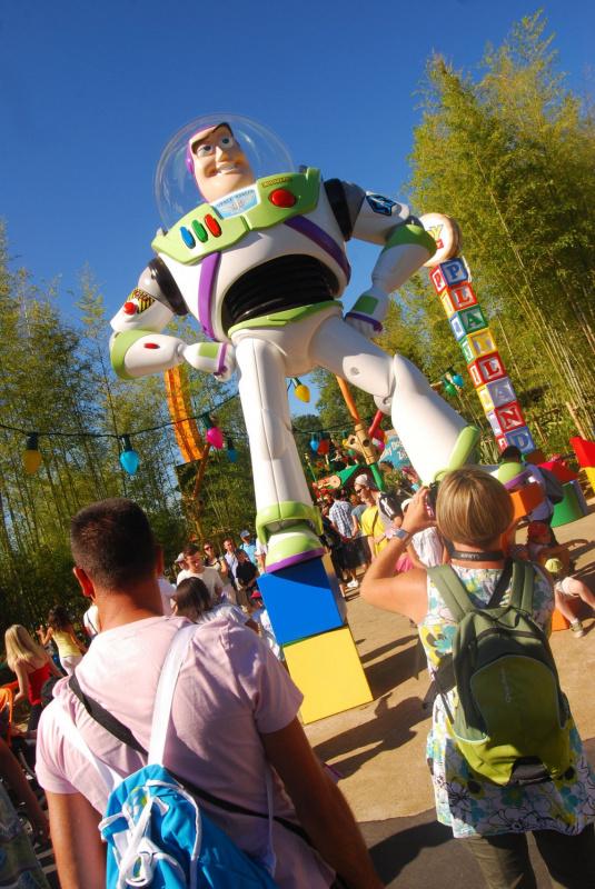 Photo inauguration story playland disneyland buzz l for Salon pixar paris