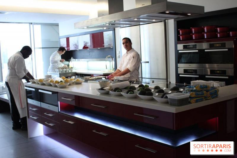 photo cuine des ateliers alain ducasse cours de cuisine sp cial homard l 39 ecole ducasse. Black Bedroom Furniture Sets. Home Design Ideas