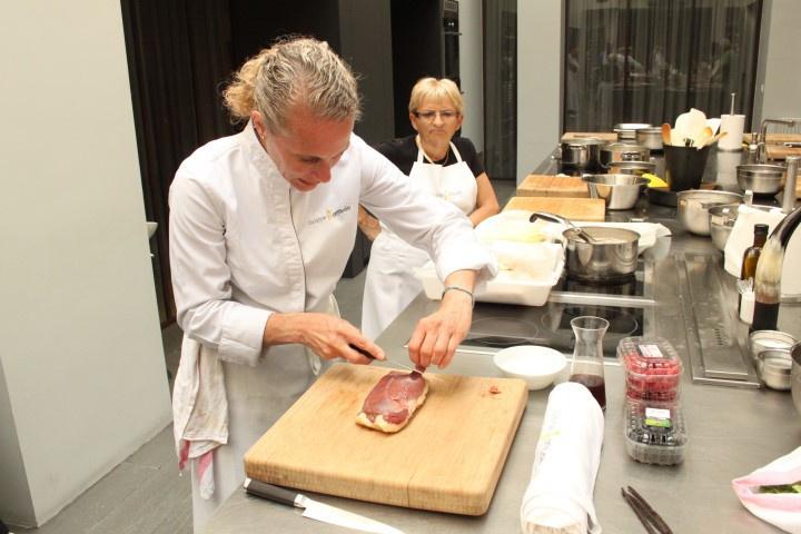 Cours de cuisine cyril lignac perfect eclair gianduja i beno t couvrand i la ptisserie cyril - Cours cuisine cyril lignac ...
