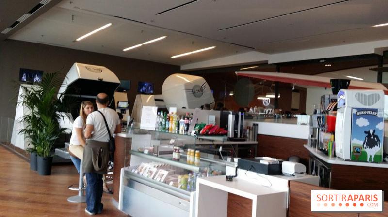 Photo a roville le centre commercial du site de roissy tremblay en france - Aeroville centre commercial ...