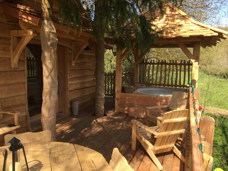 les cabanes du moulin cabanes dans les arbres en le de. Black Bedroom Furniture Sets. Home Design Ideas