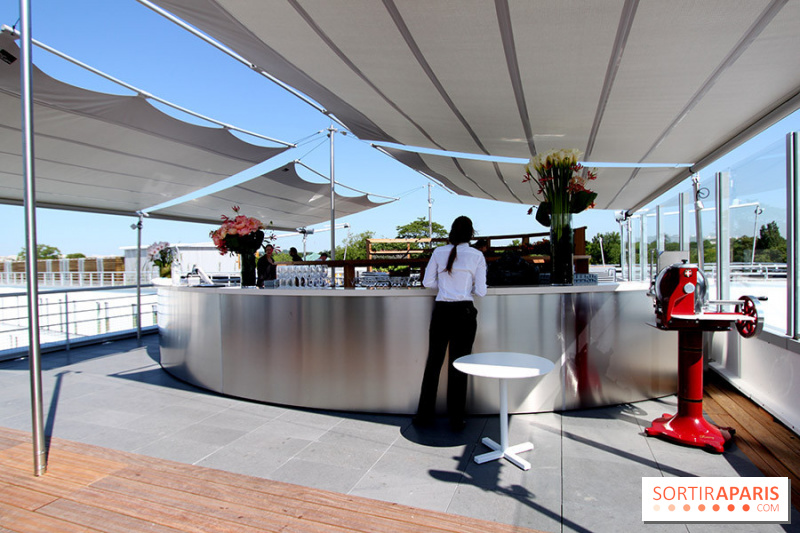 Photo molitor terrasse rooftop molitor piscines for Piscine molitor restaurant