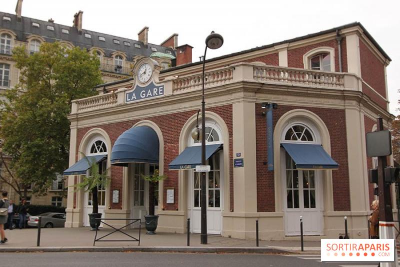 Cafe De Artistes Restaurant Paris