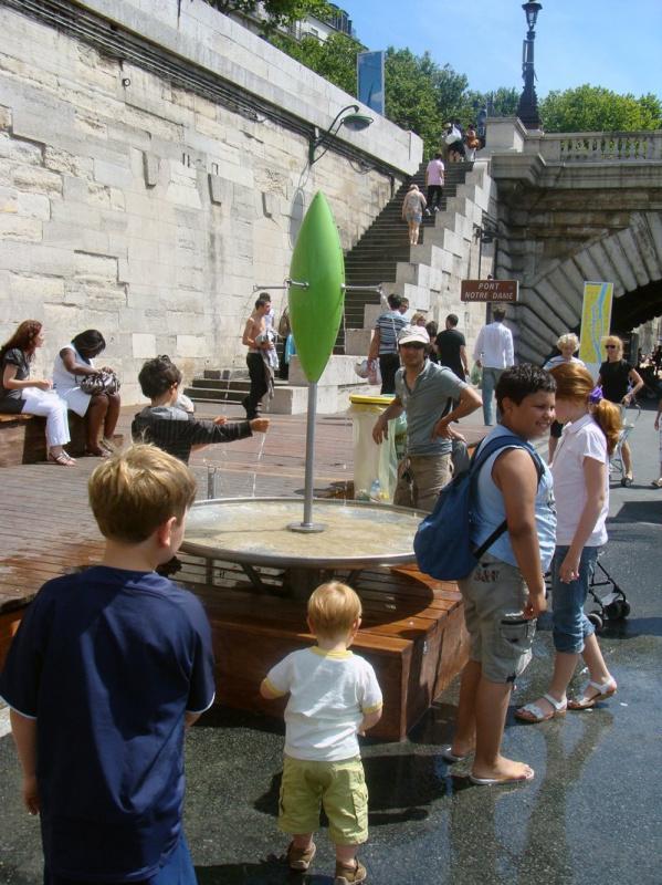 Photo fontaine eau paris plage sur les bords de seine - Piscine plage paris asnieres sur seine ...