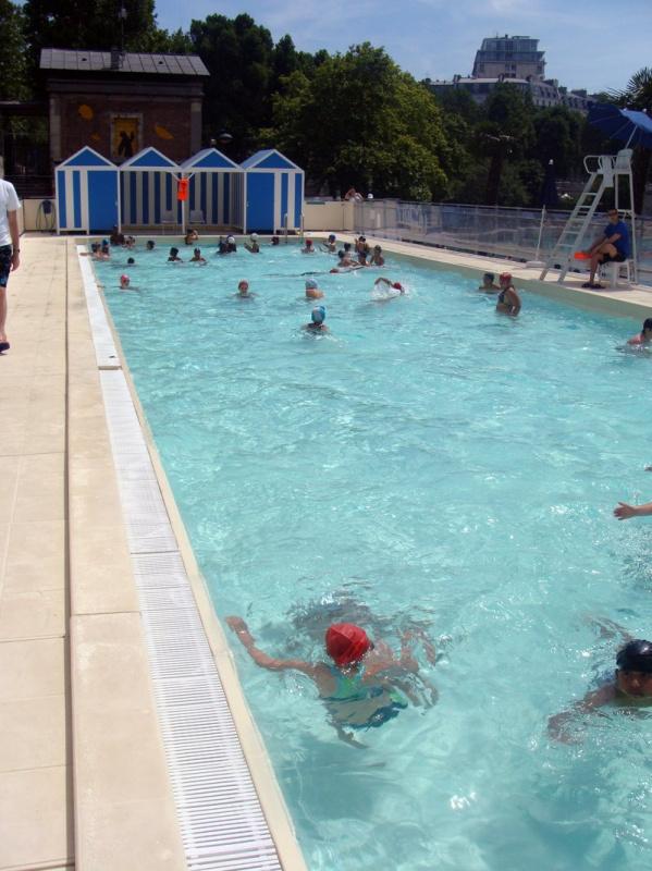 Photo l 39 espace piscine paris plage sur les bords de - Piscine plage paris asnieres sur seine ...