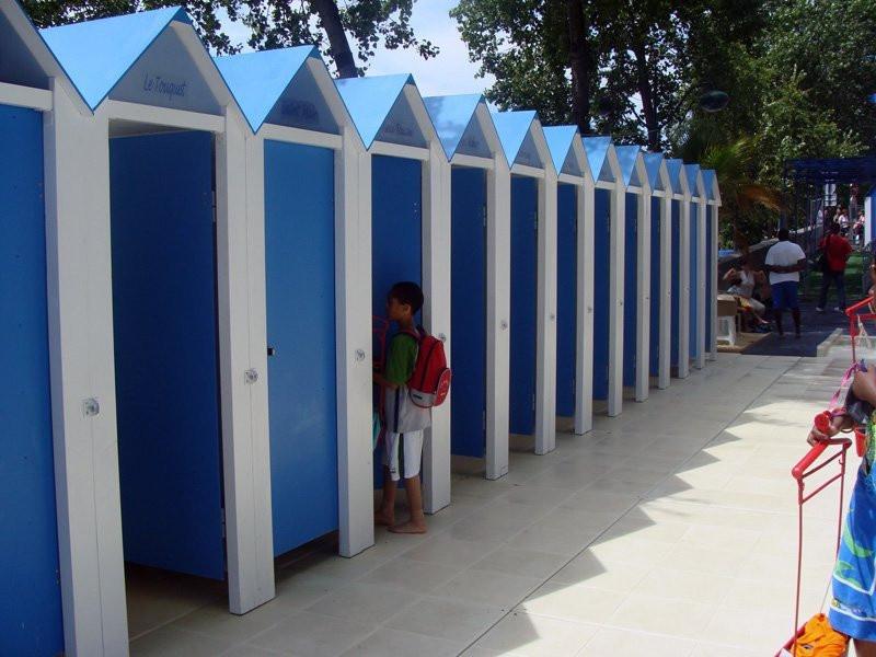 Photo les cabines de l 39 espace piscine paris plage sur - Piscine plage paris asnieres sur seine ...