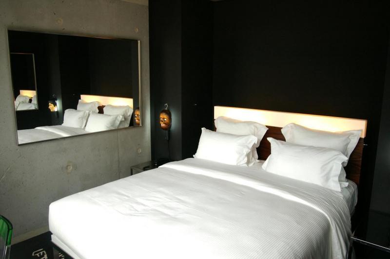 photo chambre double literie de luxe en 160 mama shelter h tel paris 20 me. Black Bedroom Furniture Sets. Home Design Ideas