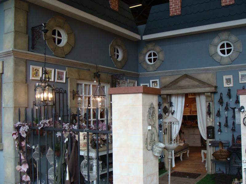 Photo salon maison et objet une maison dans le salon for Entree gratuite salon maison et objet