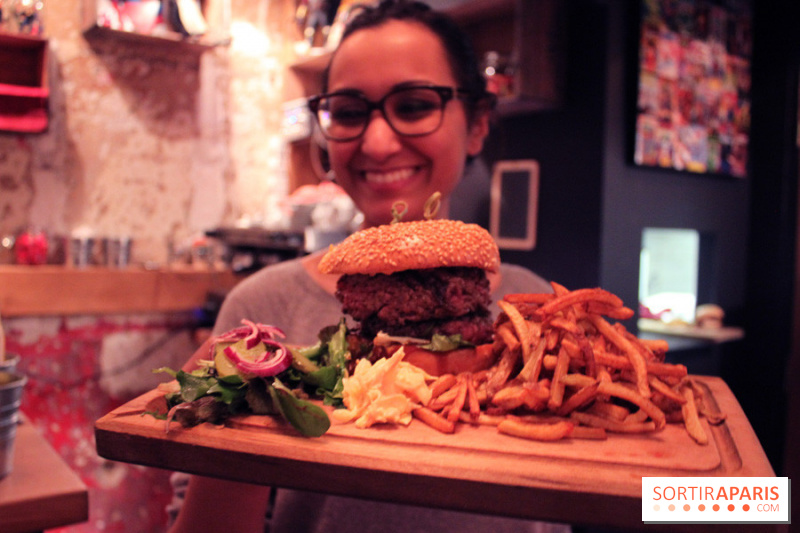 Amina et son Ultra Mega Burger - Restaurant Captain B